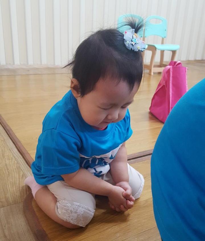 기도하는 아기.jpg